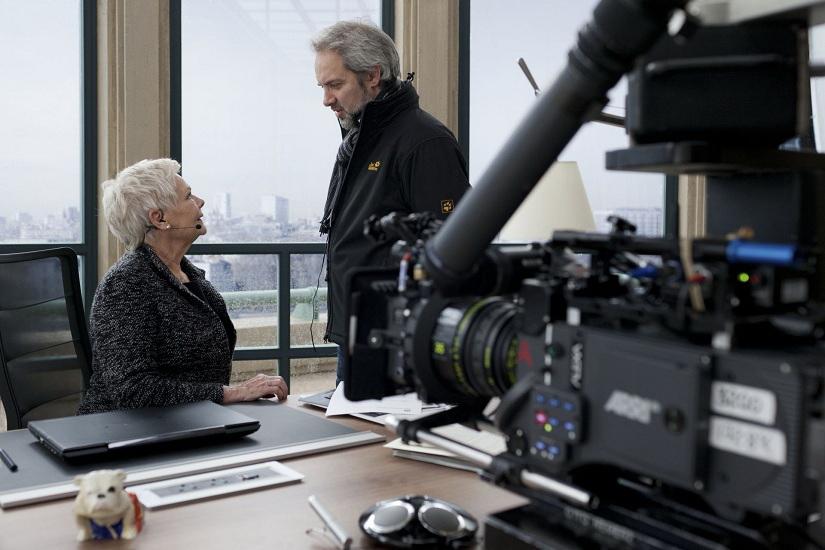 Sam Mendes instruerer Judi Dench.