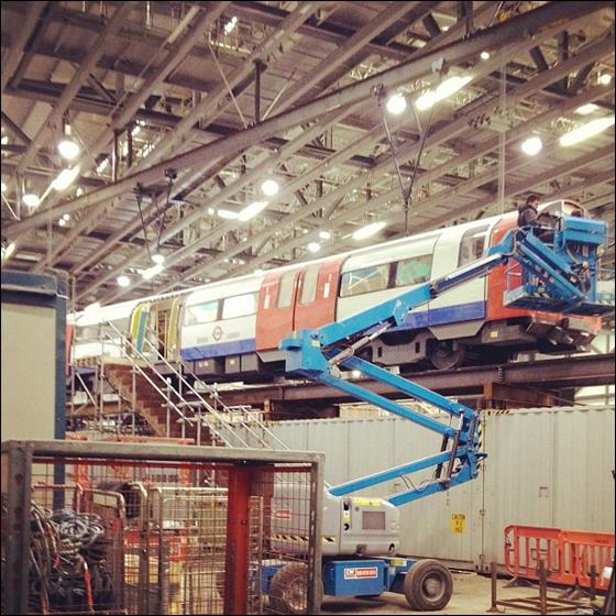 Et undergrundstog fra London bliver gjort fint...