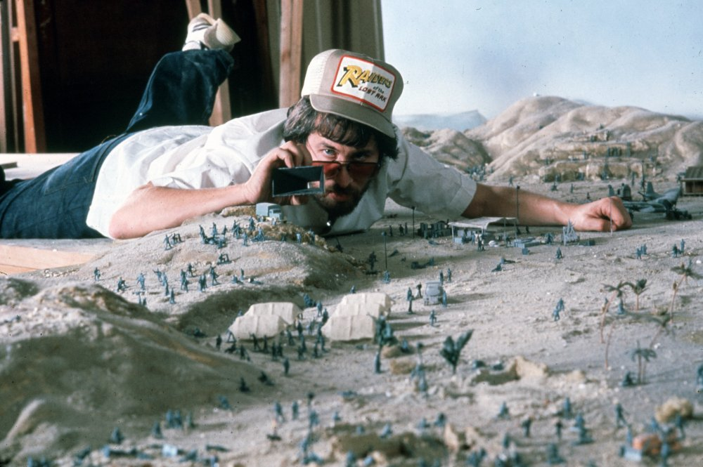 raiders-of-the-lost-ark-1981-001-steven-spielberg-views-scale-model-00m-rp7