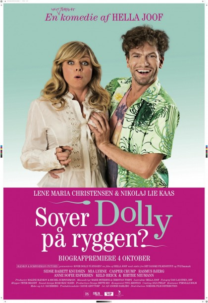 Sover Dolly på ryggen
